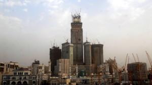 Binladin group bygger som bäst Mecca Royal Clock Tower, ett nytt hotell i Mekka som blir det högsta i Saudiarabien med klocktornet 591 meter över havsytan.
