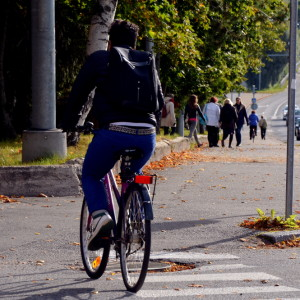 cyklist på övergångsställe