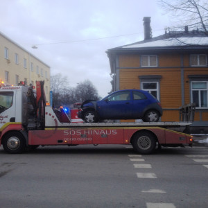 Bärgningsbil behövdes efter kollissionen med tre bilar inblandade
