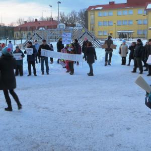 Demonstrationen för byskolorna i Lovisa hade många deltagare