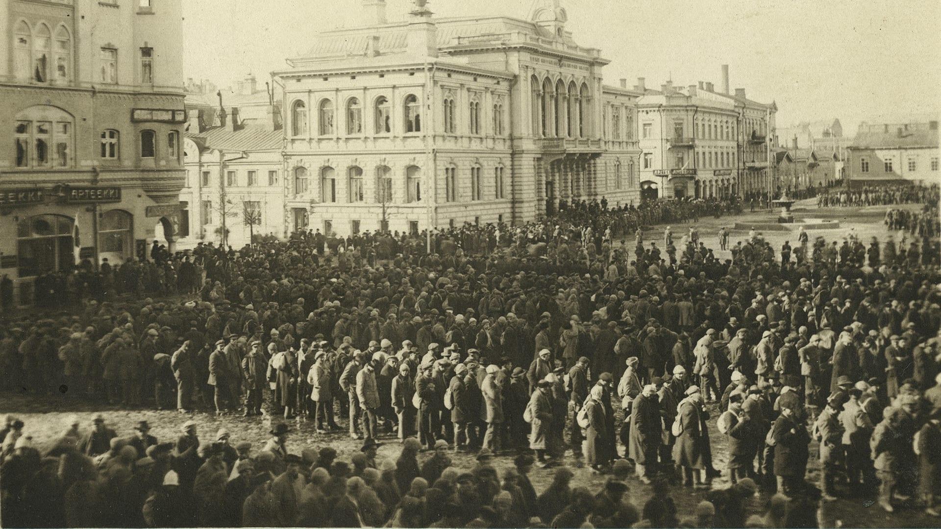 Katsojat taputtivat teloituksille (Arvo Sepänmaa, Vilppula) | Sisällissota 1918 - punaiset ...