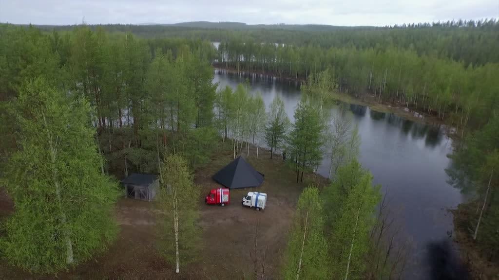 Mopoautolla Halki Suomen
