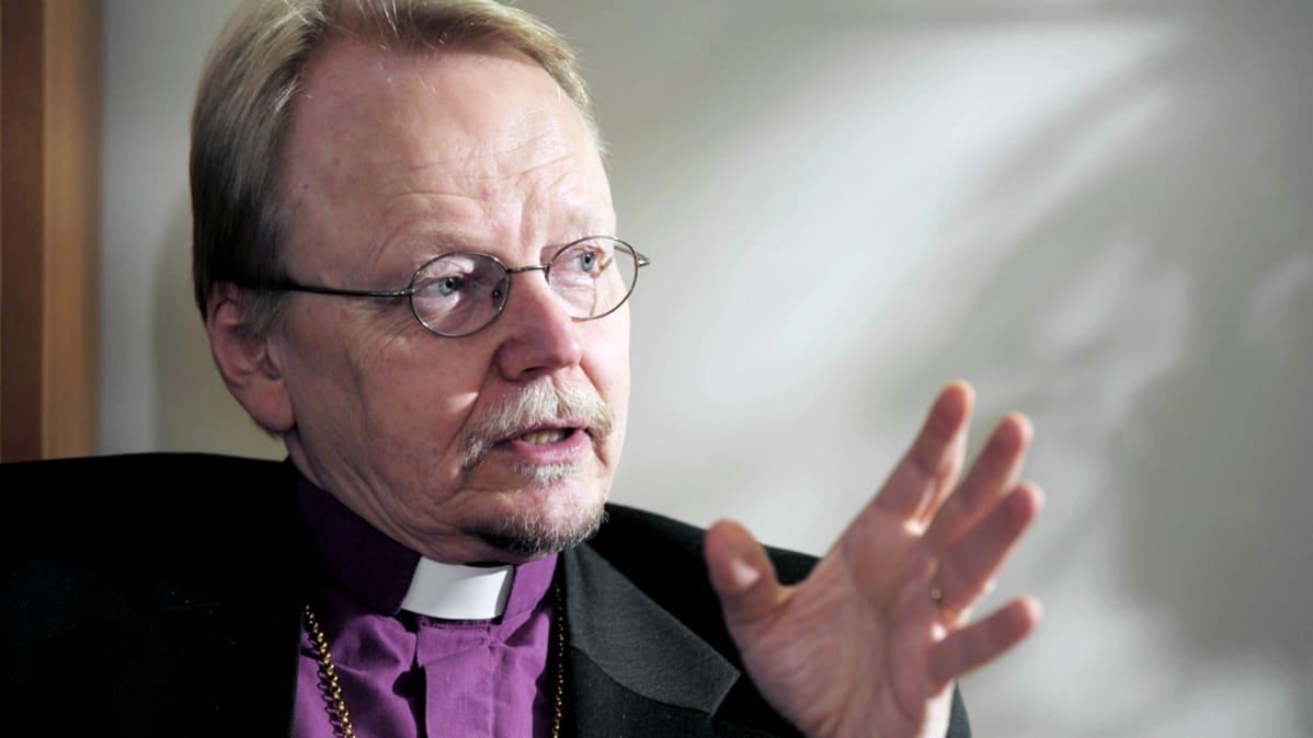 Näin arkkipiispan köyhyysryhmä lobbaa huono-osaisten puolesta | Yle Uutiset | yle.fi