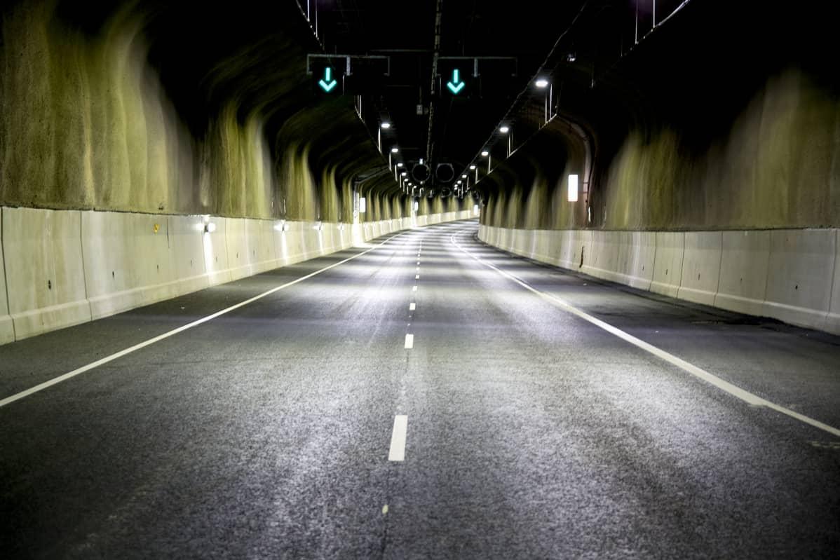 Tunnelissa Ohittaminen