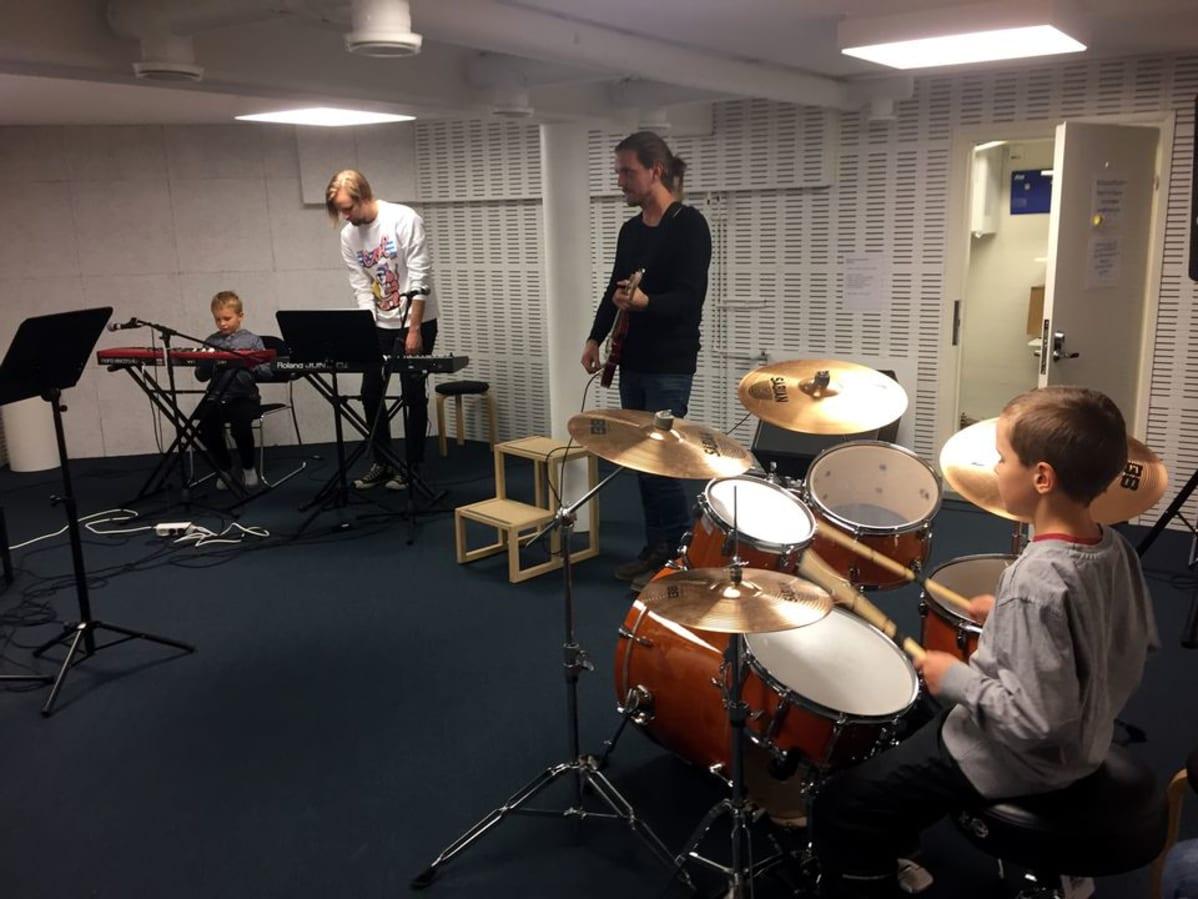 Bändikämppä käyttöön pelkällä kirjastokortilla | Yle Uutiset | yle.fi