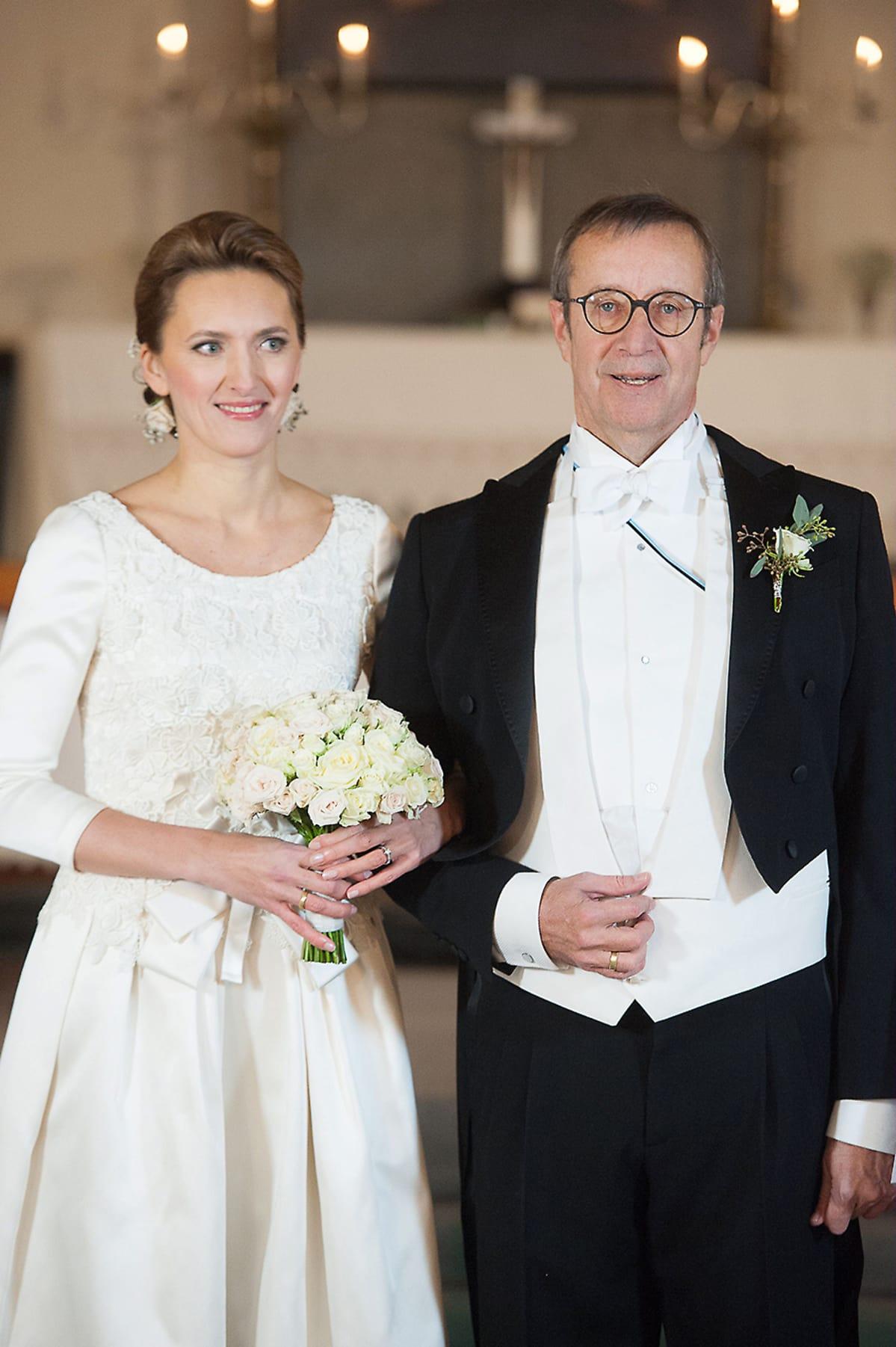 Viron presidentti vihittiin - kolmas vaimo löytyi Latviasta | Yle Uutiset | yle.fi