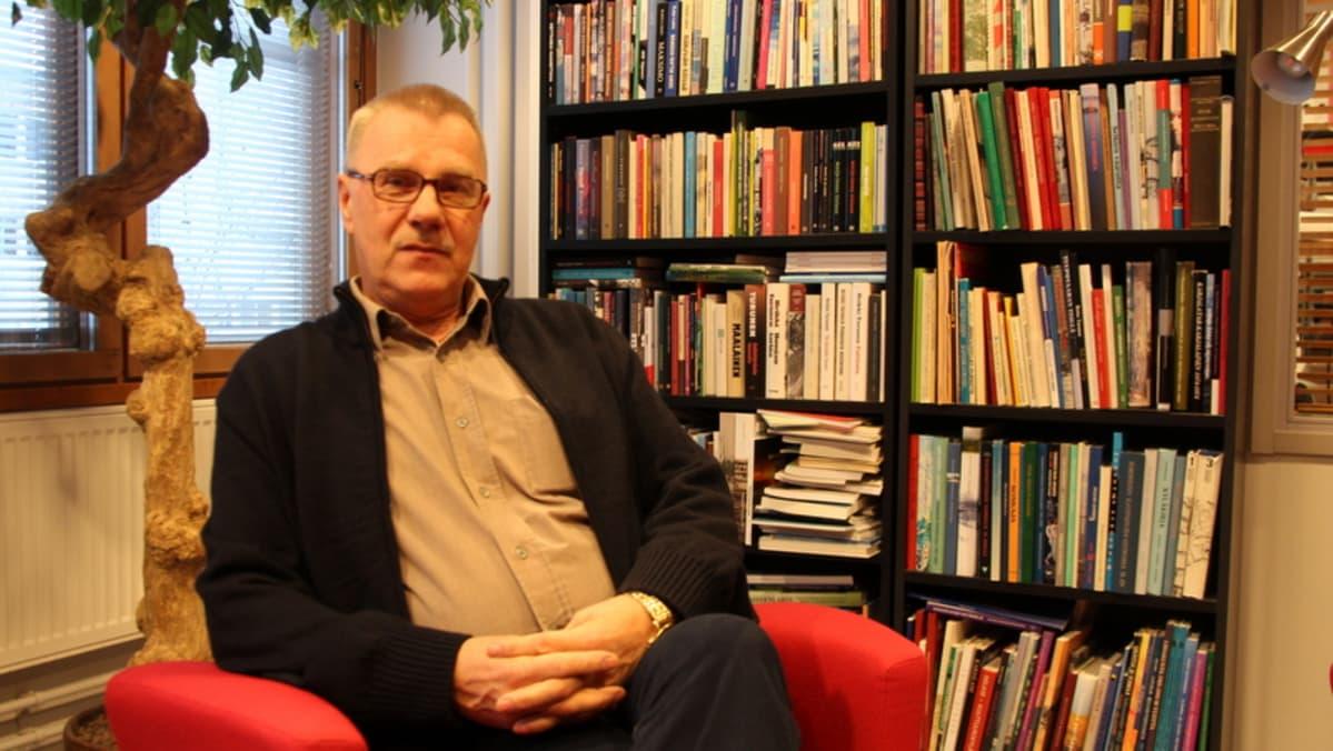 Kansanedustaja Pentti Oinonen: katupartioita lisää kansalaisten turvaksi | Yle Uutiset | yle.fi