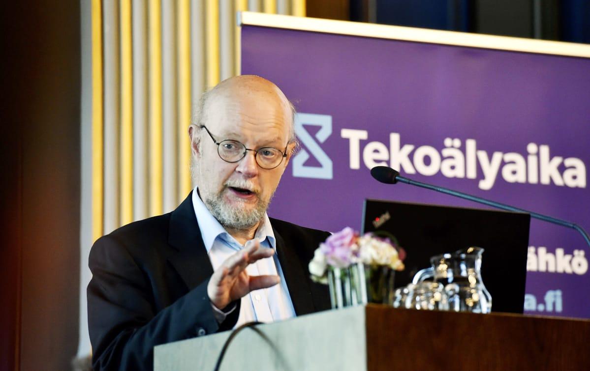 Tekoäly tuhoaa työpaikkoja, mutta se ei ole ongelma, sanoo Osmo Soininvaara – näin hallituksen ...