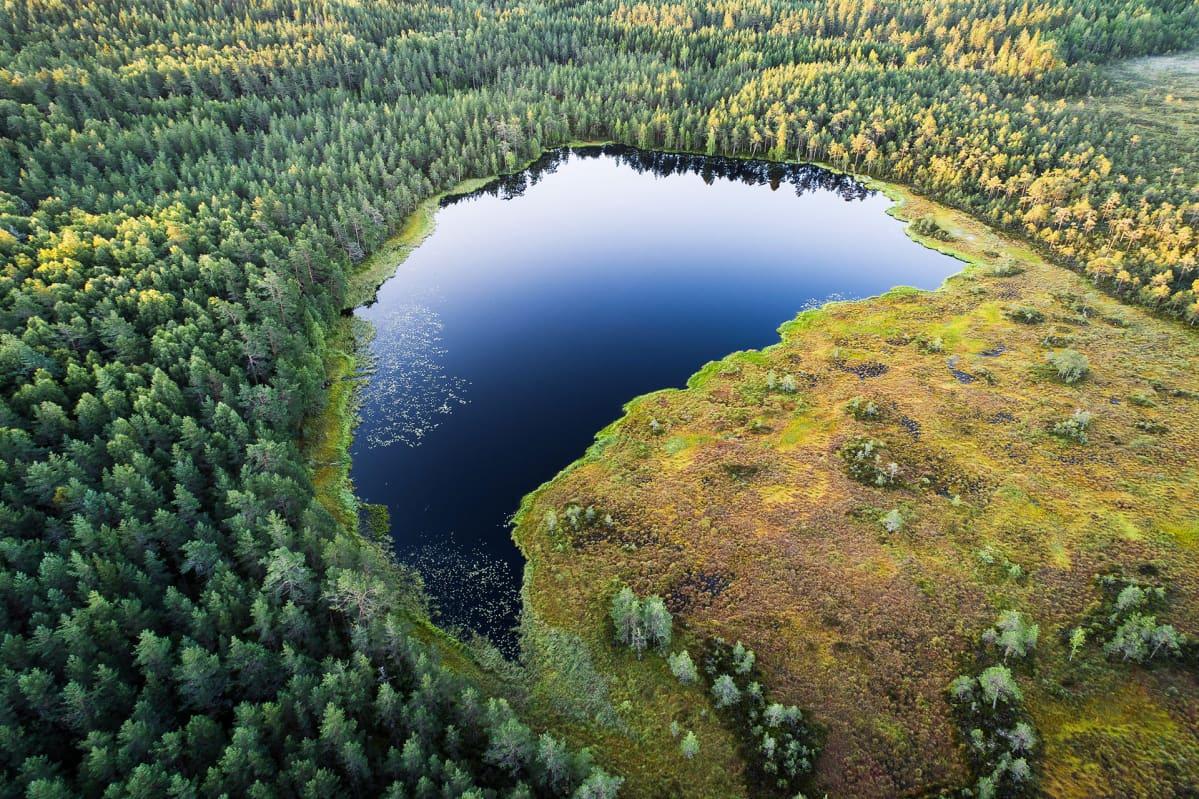 Tuhansien Järvien Maa