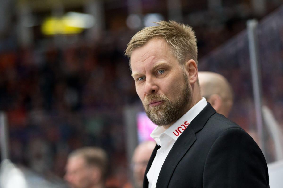Iskeekö Kärpät Suomen mestaruuteen suoraan neljässä pelissä? Päävalmentaja kiistää käytäväpuheet ...
