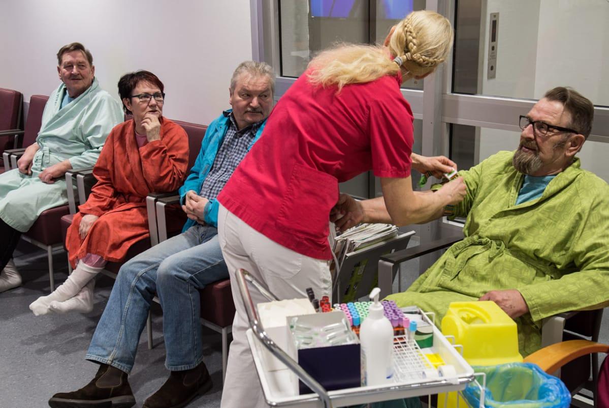"""""""Ilo pintaan, vaikka syän märkänis"""" – Virva Takanen-Järvelin on tuskastunut pyörimään ..."""