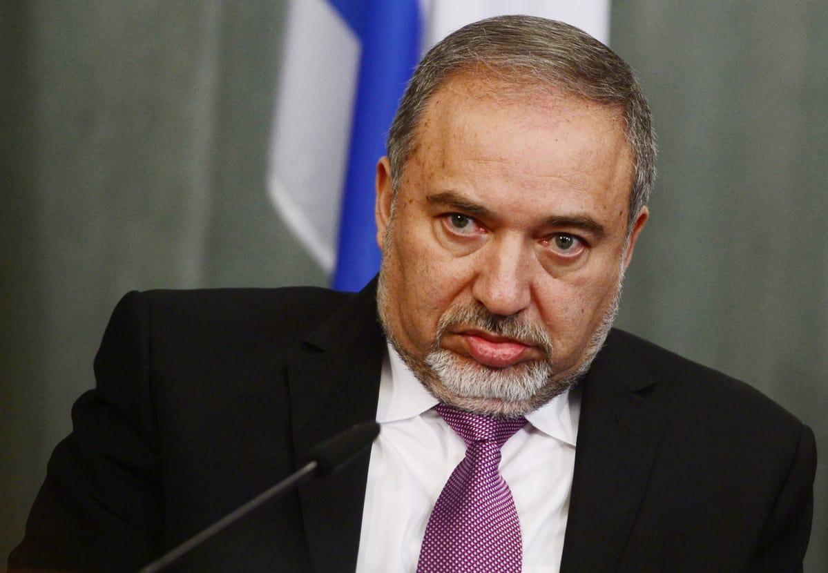 Israelin hallitus ongelmissa: puolustusministeri Lieberman eroaa – taustalla tulitauko | Yle ...