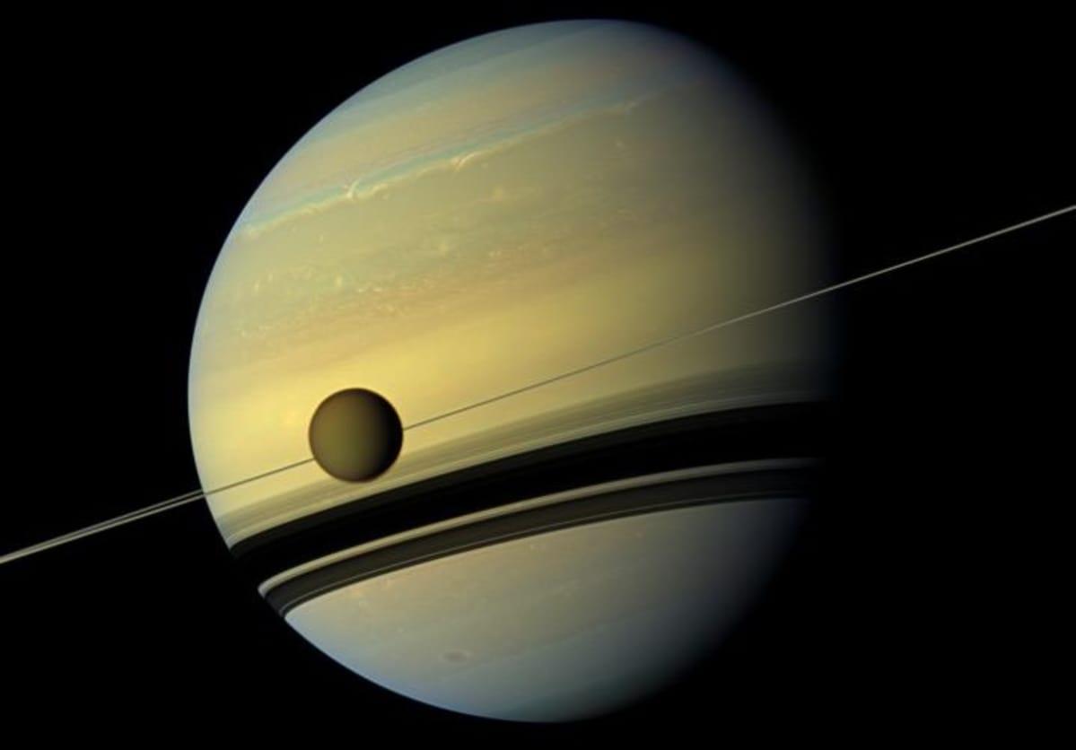 Saturnuksen kuun kemikaalilöytö on askel eteenpäin avaruuden elämän etsinnässä   Yle Uutiset ...