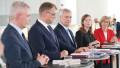Видео: Tiedotustilaisuus hallitusohjelmasta ja ministeripaikkojen jaosta