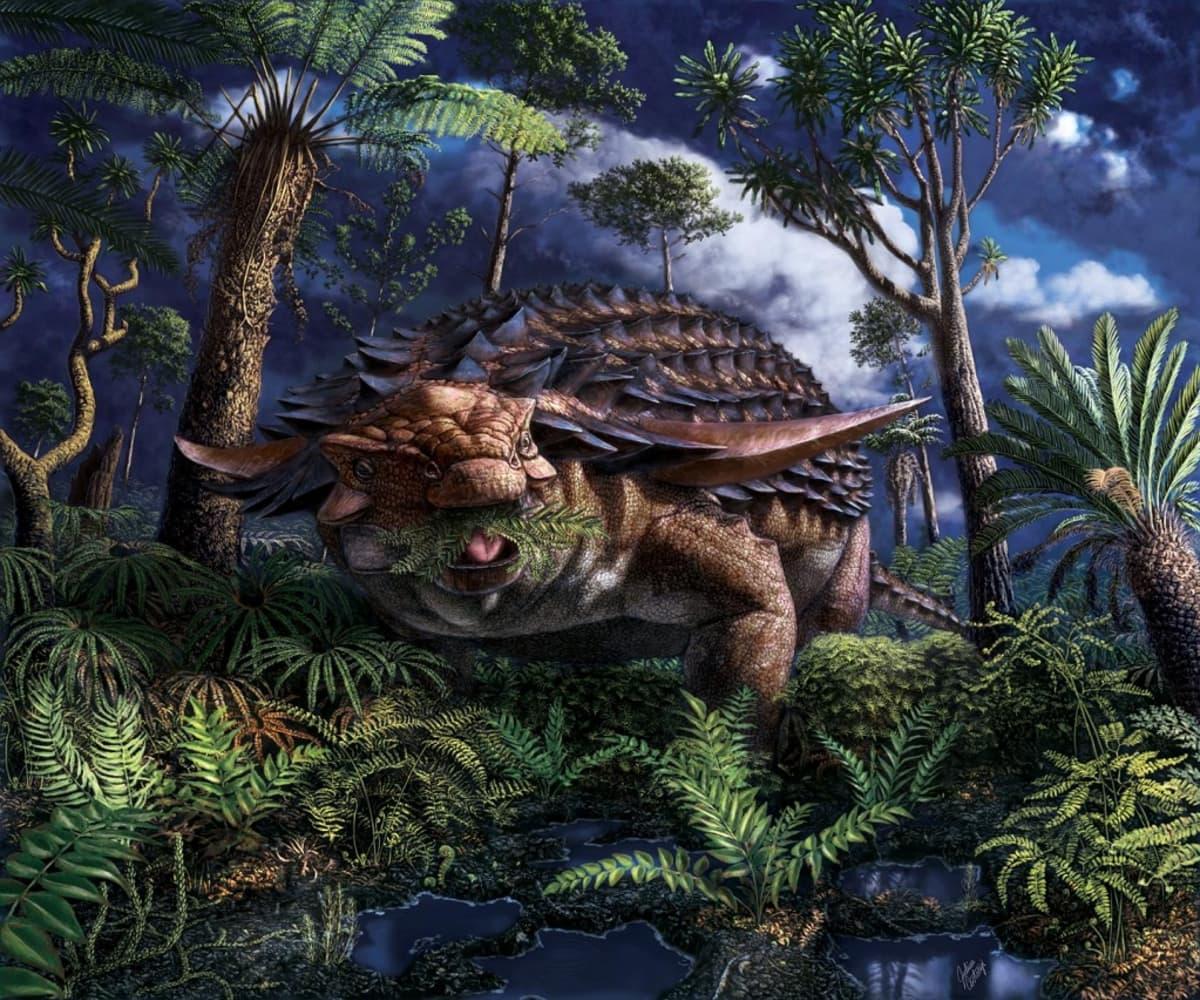 Panssarin suojaama matala dinosaurus saniaisia suussaan rehevässä metsässä.