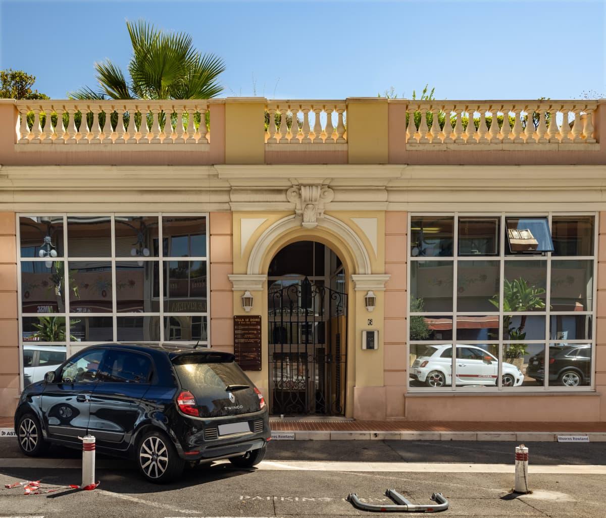 Moores Rowland -yhtiön sisäänkäynti Monacossa