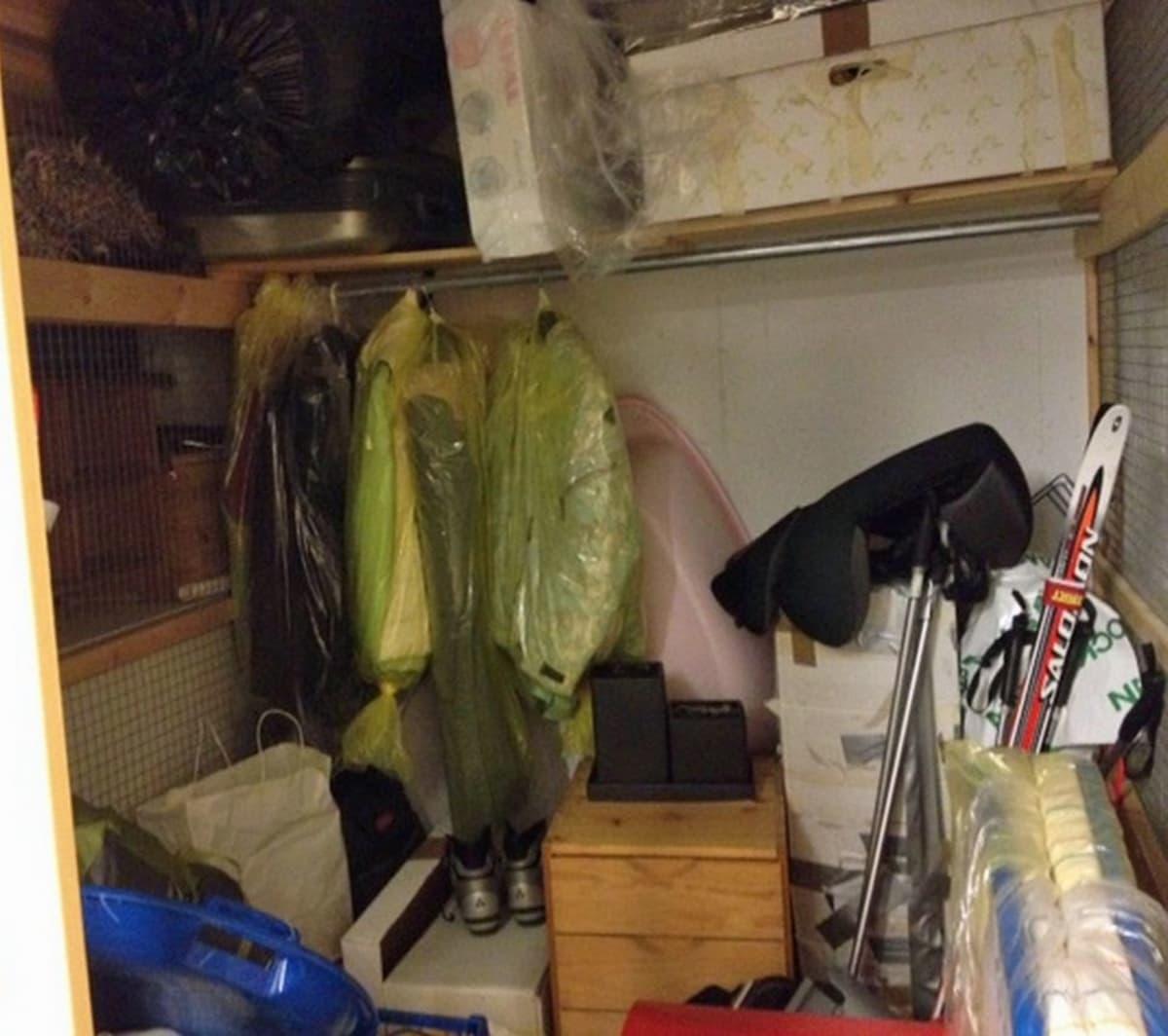 Sekalaista tavaraa kerrostalon varastokopissa