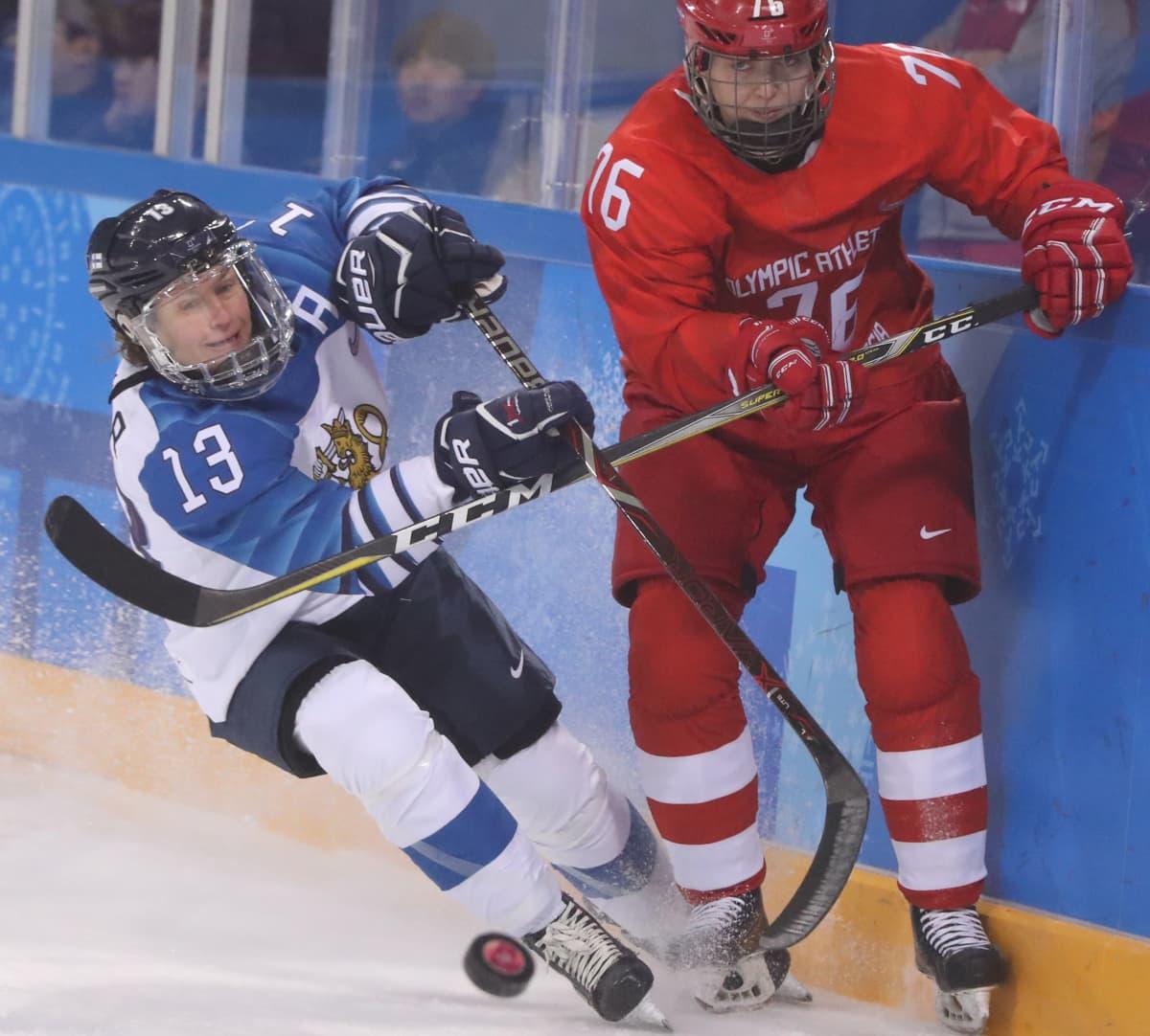 Riikka Sallinen (vas.) ja Venäjän Jekaterina Nikolajeva Pyeongchangin olympialaisissa.