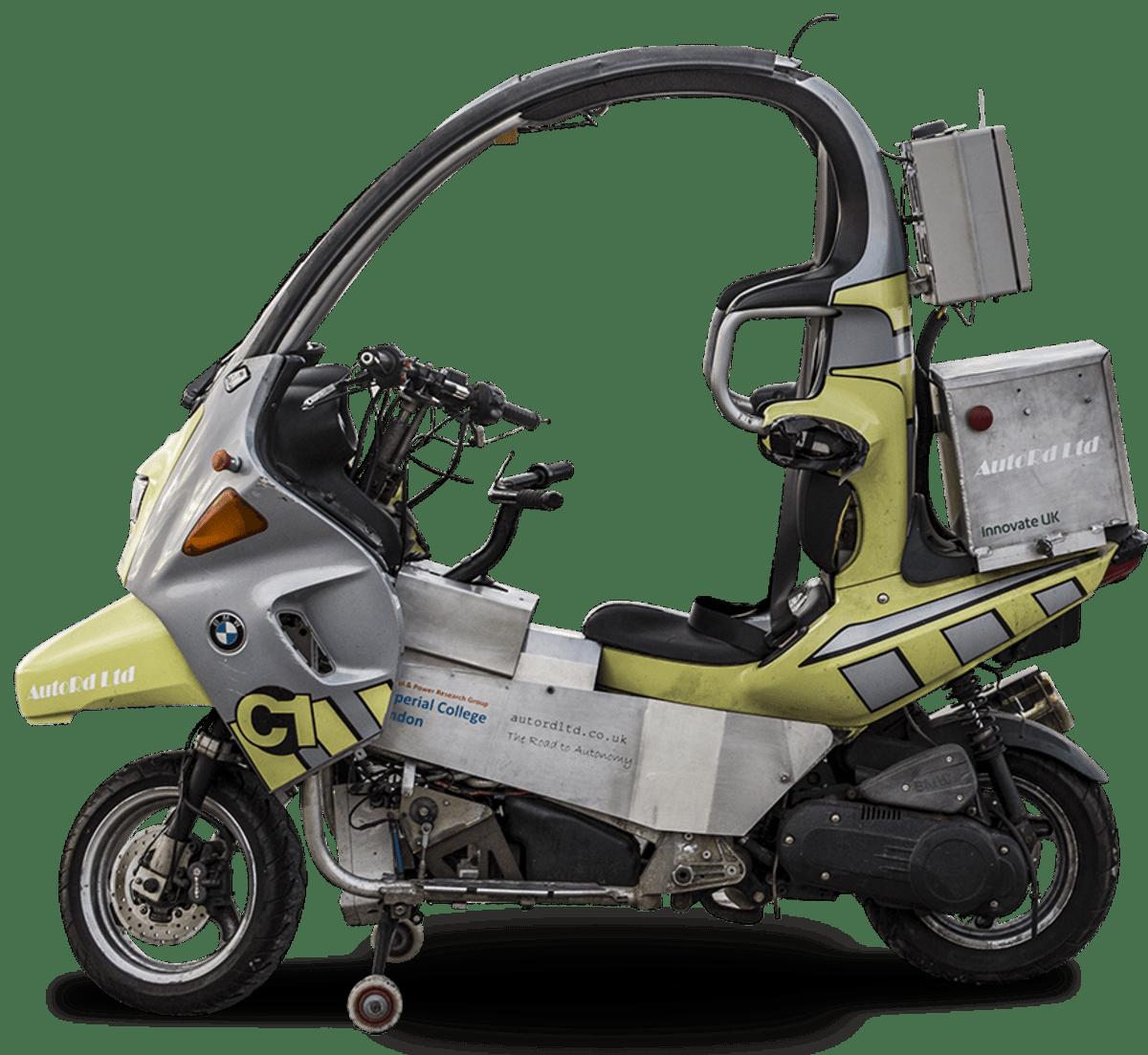 Brittiyhtiöt AutoRD ja AB Dynamics kehittivät itseohjautuvan moottoripyörän BMW C1 -skoottorin pohjalta.