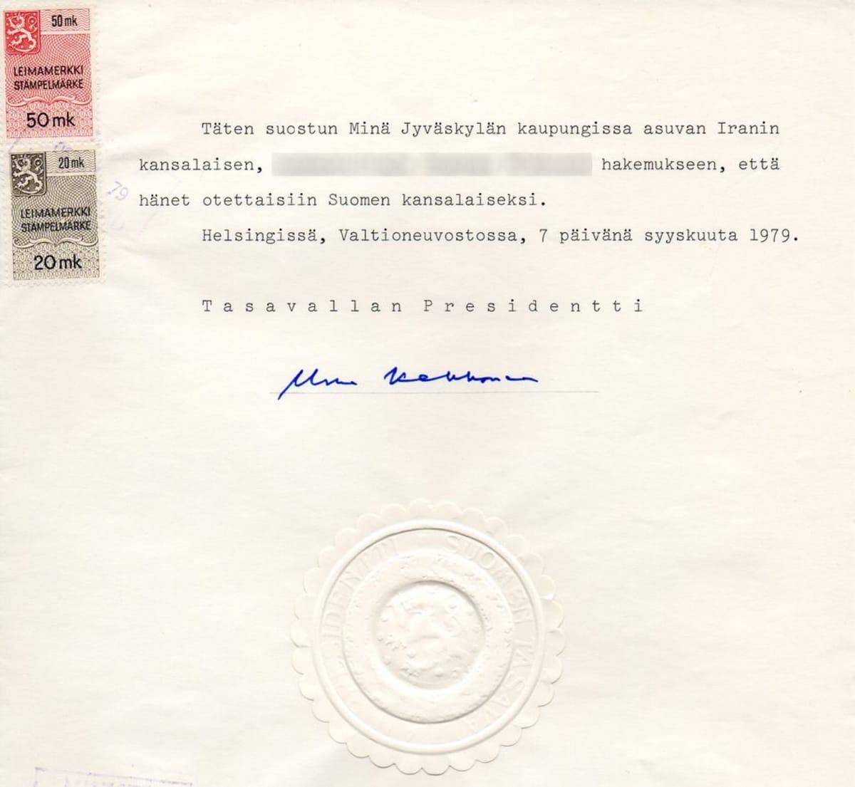 Presidentti Urho Kekkosen allekirjoittama Suomen kansalaisuus vuodelta 1979.