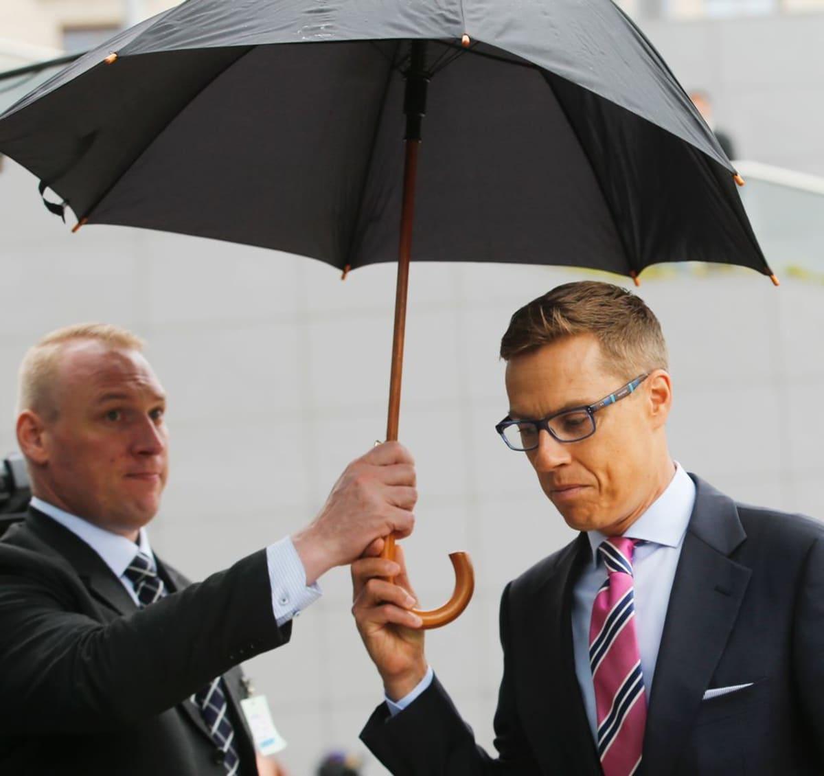 Valtiovarainministeri Stubb (kok.) saapui suununtain euroryhmän kokoukseen Bsysselissä.