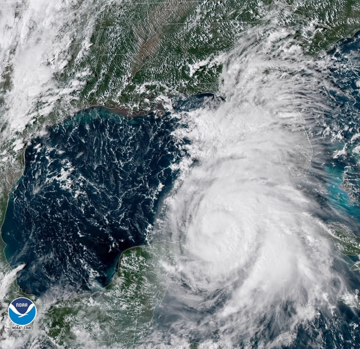Satelliittikuva Floridaa lähestyvästä hurrikaani Michaelista.