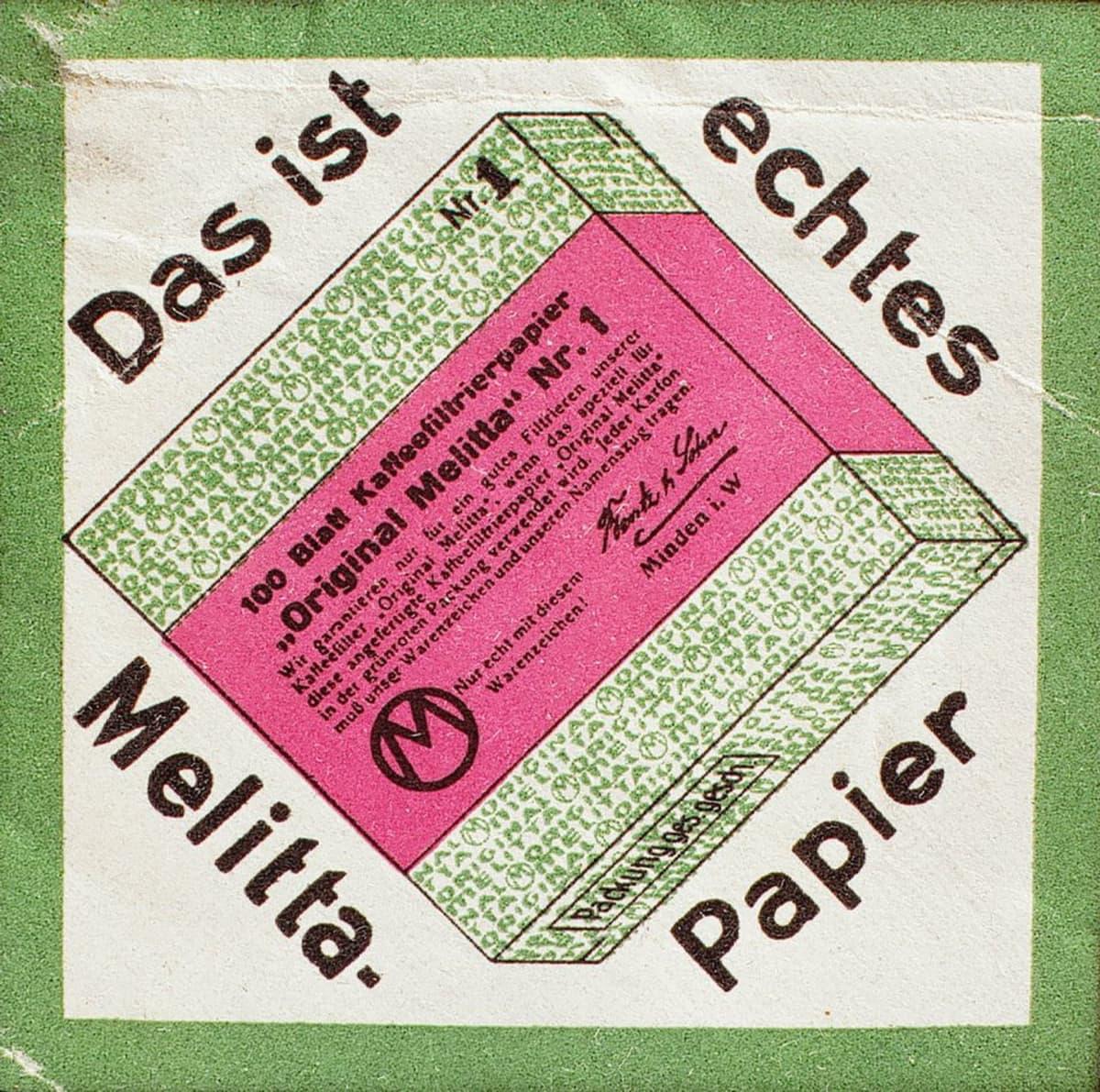 Aluksi suodattimet olivat paperisia levykkeitä. Nykyisen kaltainen suodatinpussi tuli markkinoille 1936.