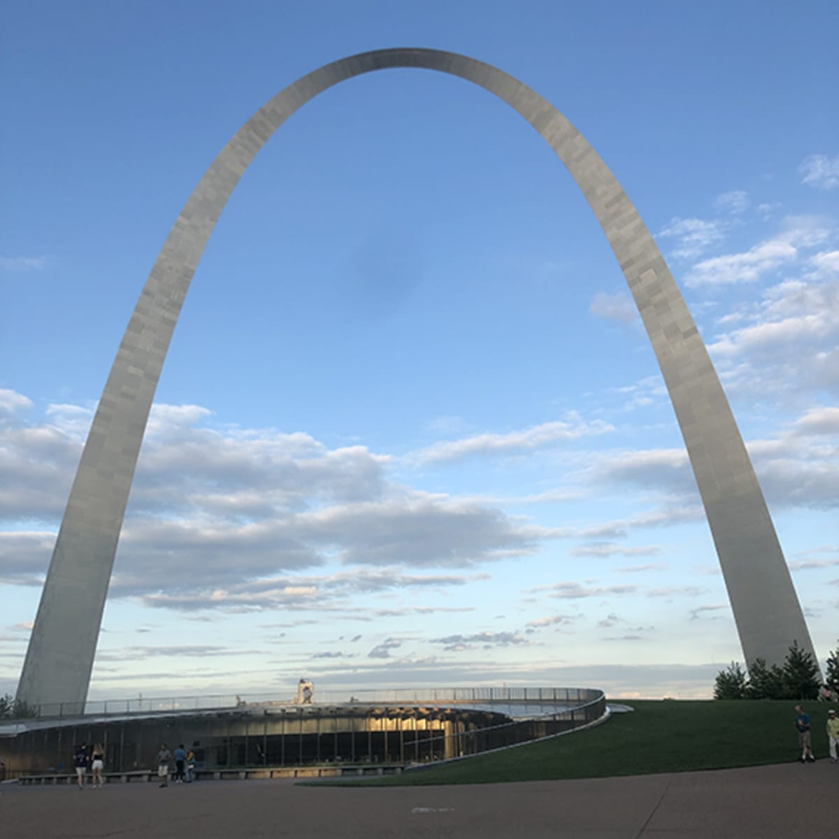 Eero Saarisen suunnittelema The Arch.