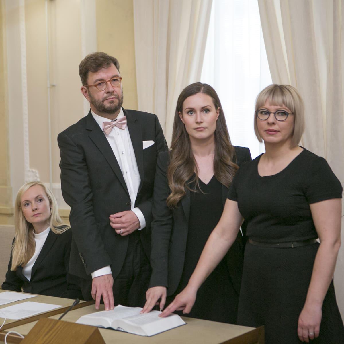 Uuden hallituksen ministerien valojen vannominen. Timo Harakka, Sanna Marin ja vasemmistoliiton Aino-Kaisa Pekonen antoivat virka- ja tuomarinvakuutuksenkuutuksen. Ohisalo vannoi valan.