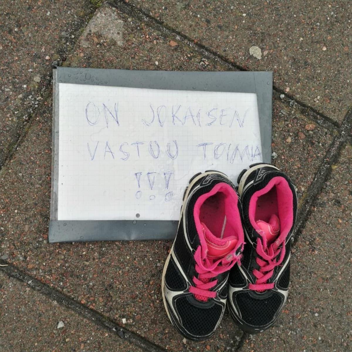 Kenkäkapina Turun Varvintorilla ilmaston puolesta.