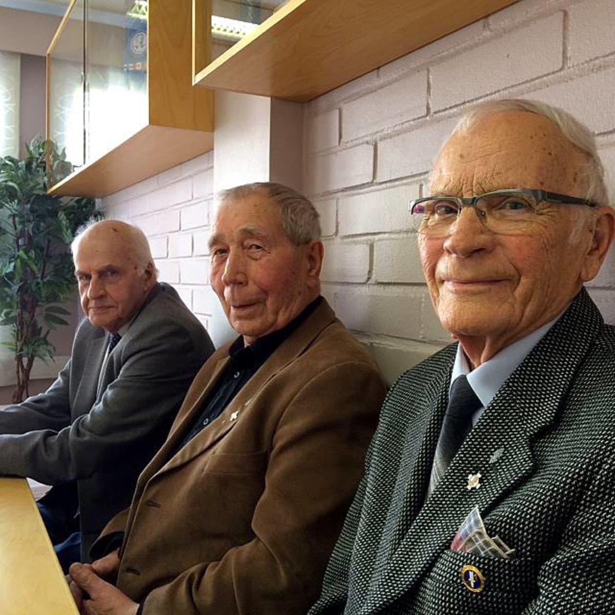 Kolme tamperelaista sotaveteraania