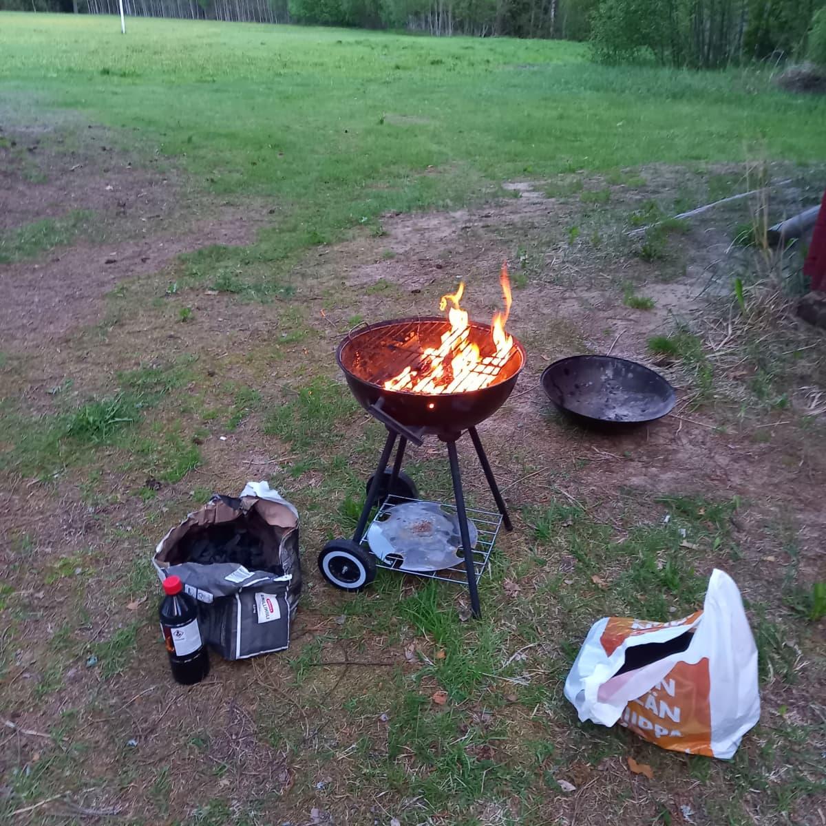 grilli maastossa