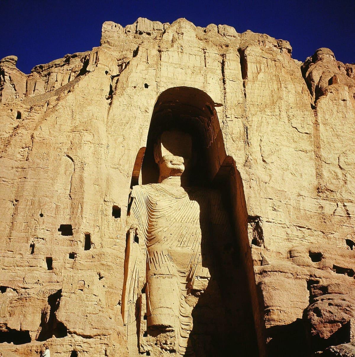 Arkistokuva Bamiyanin kuuluisasta Buddhasta ennen sen tuhoutumista.