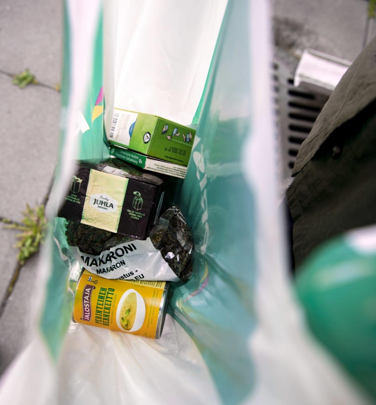 Ruokaa muovikassissa.