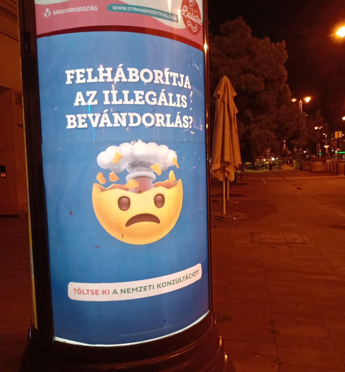 Hallituksen kansallisen mielipidekyselyn mainoskampanja, Budapest Unkari, emoji, heinäkuu 2021