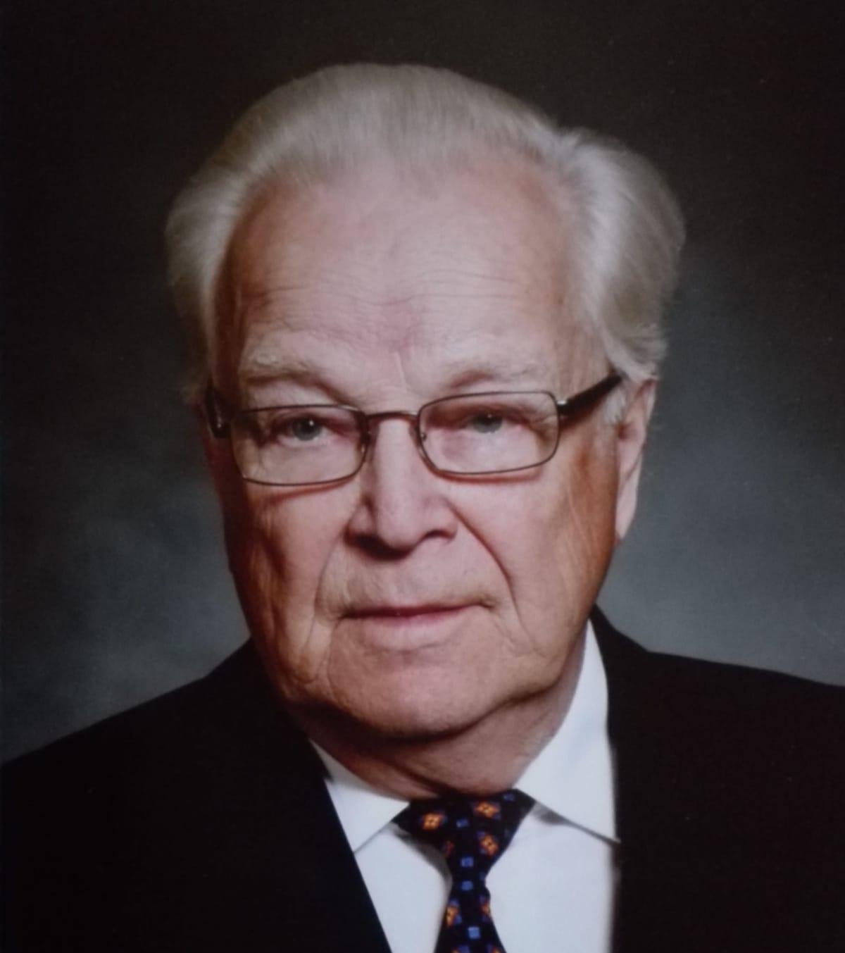 Lapin entinen maaherra Asko Oinas.