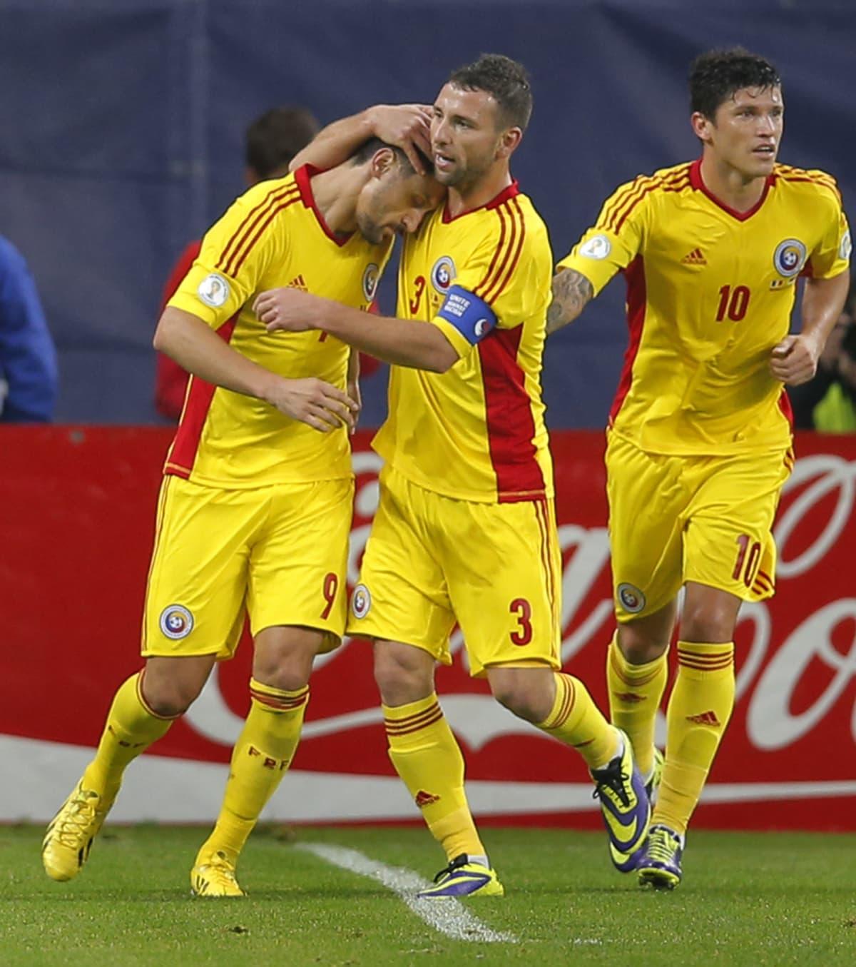 Ciprian Marica, Razvan Rat ja Cristian Tanase juhlivat 1-0-maalia.