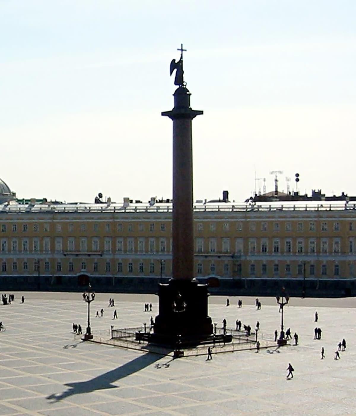 Keisari Aleksanteri I:n monoliittimuistomerkki Pietarissa