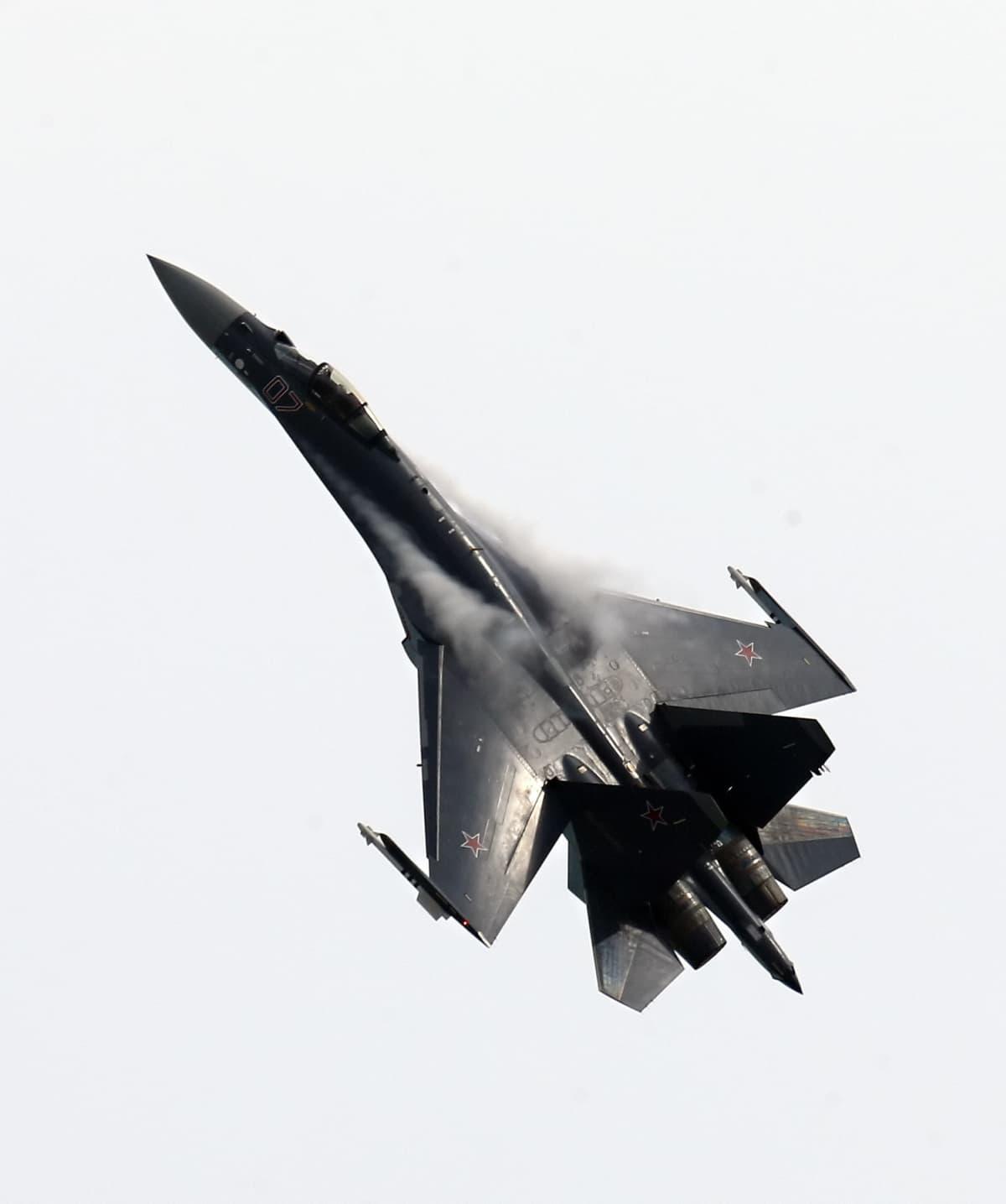 Venäjän Suhoi Su-35 hävittäjä.
