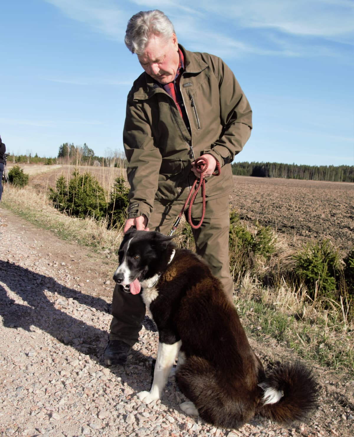 Kalle Eloranta ja hänen metsästyskoiransa Iivon kanssa