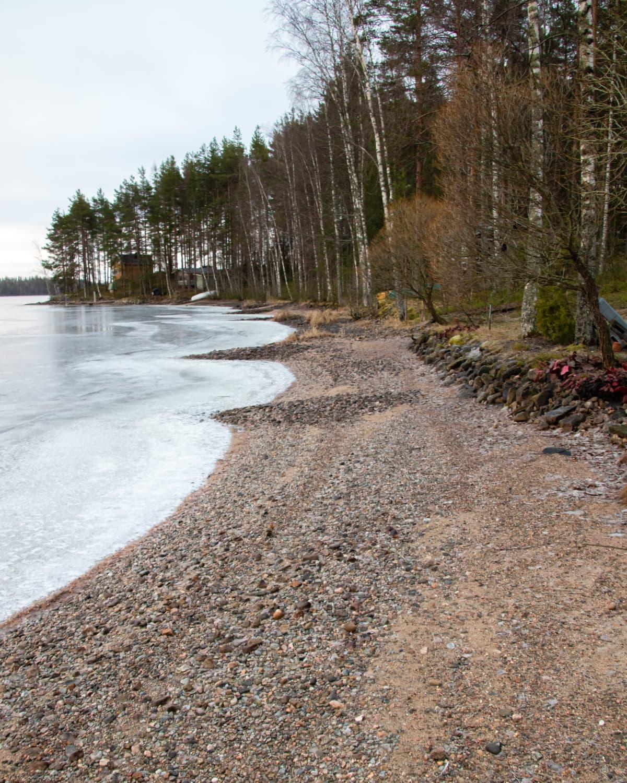 Vesi matalalla Äitsaaressa.