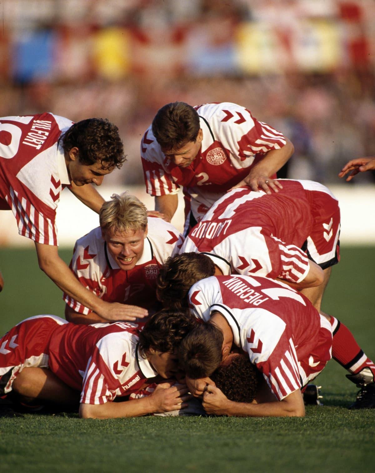 Tanskalaiset juhlivat vuonna 1992 Jensenin maalia