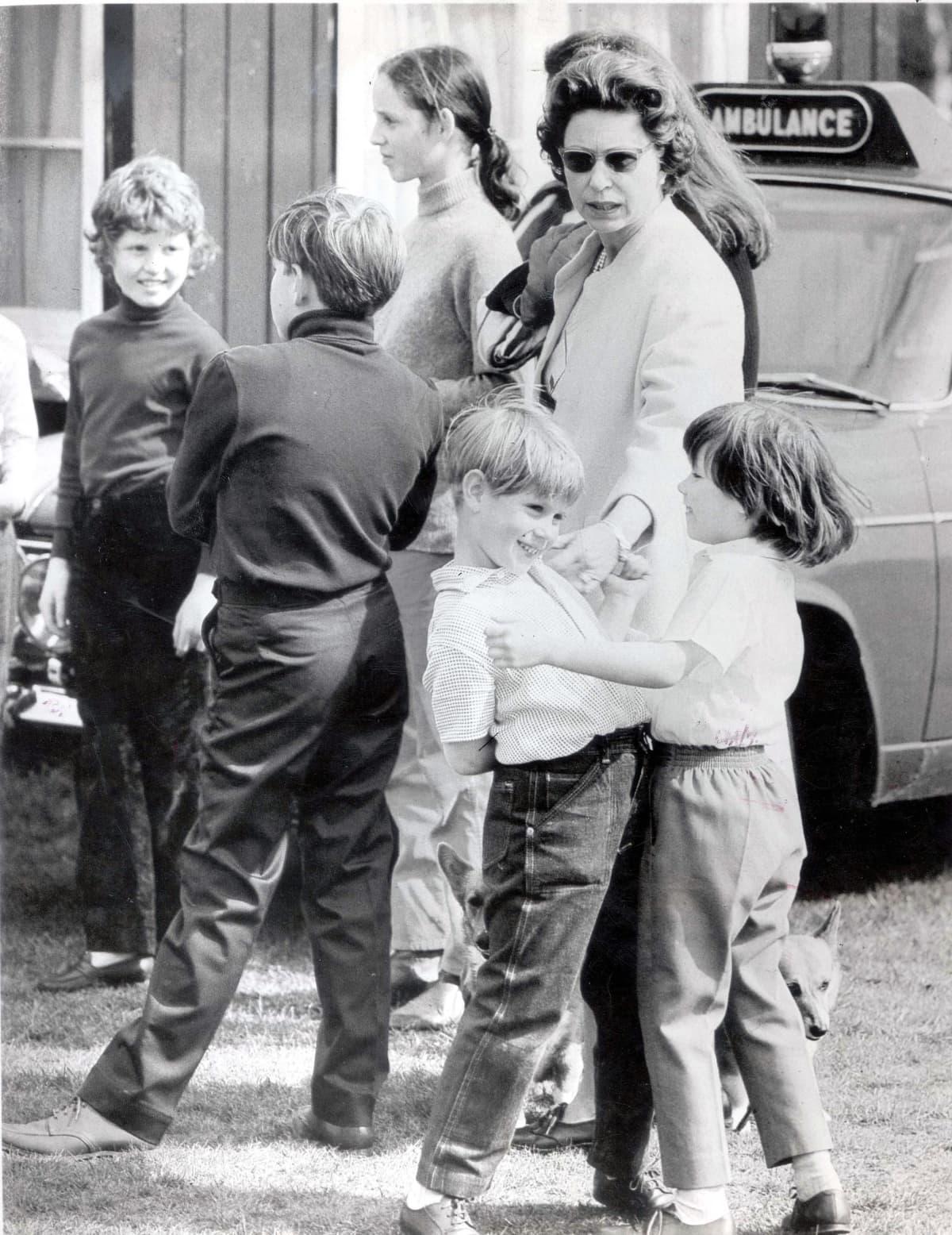Sarah Ferguson ja kuninkaallisen perheen jäseniä.