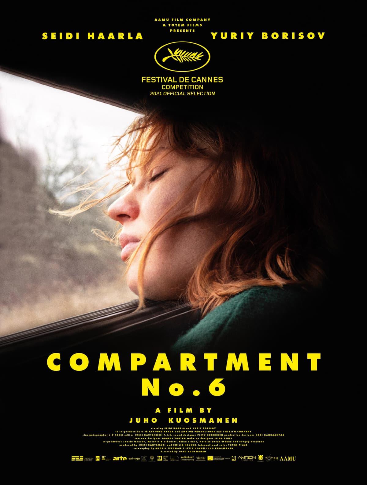 Hytti nro 6 -elokuvan juliste, jonka kuvassa näyttelijä Seidi Haarla junan ikkunassa.