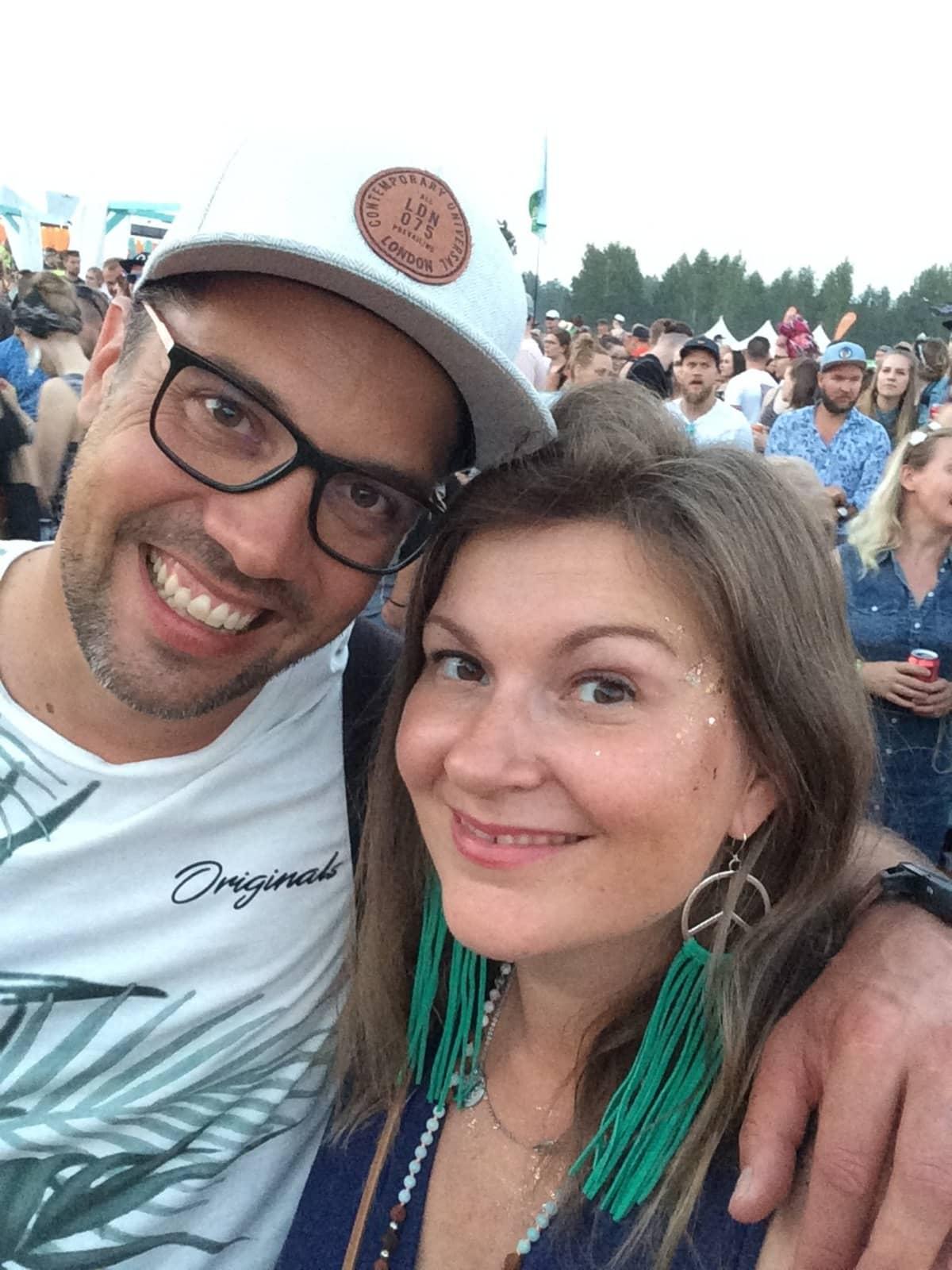 Tatu Vanninen ja Jonna Laukkanen Ilosaarirockissa.