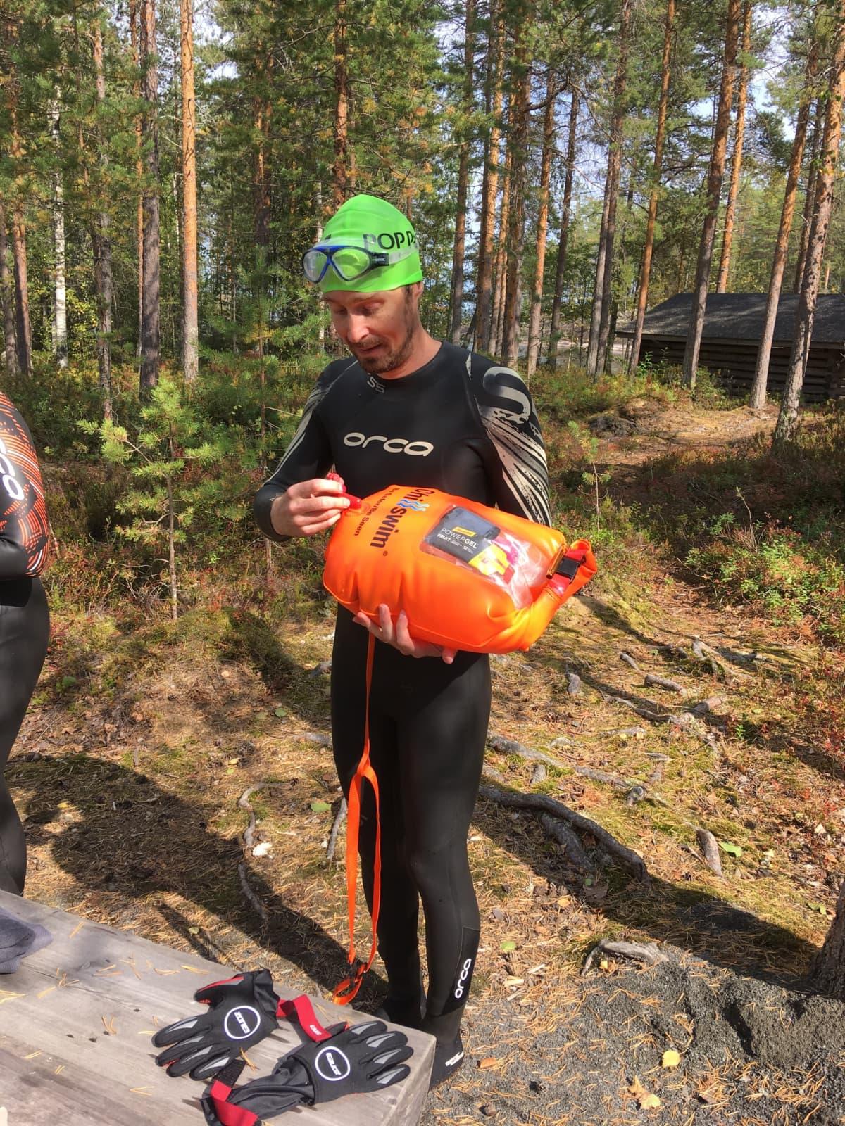 Arto Rikalainen ui mielummin kylmässä järvessä kuin lämpimässä uima-altaassa