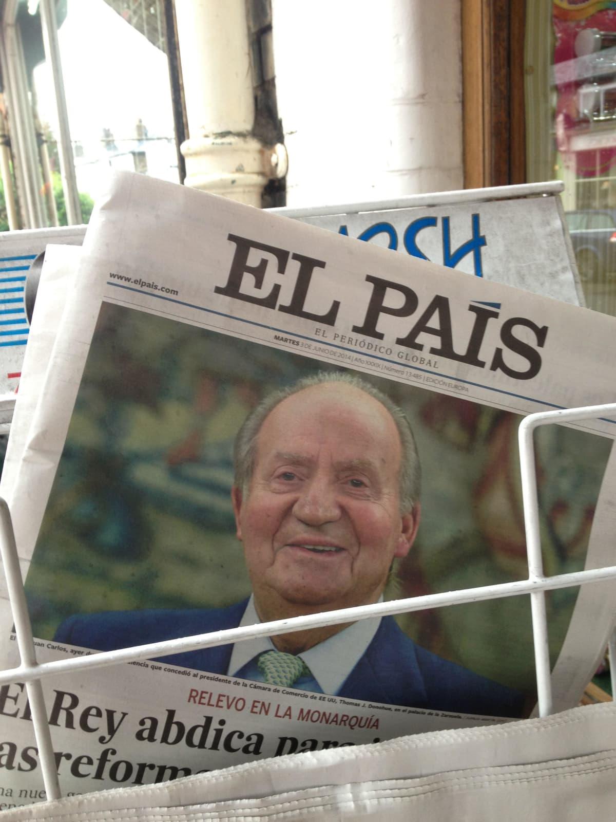El Pais -lehden otsikko kesäkuulta 2014 Juan Carlosin päätöksestä luopua kruunusta.