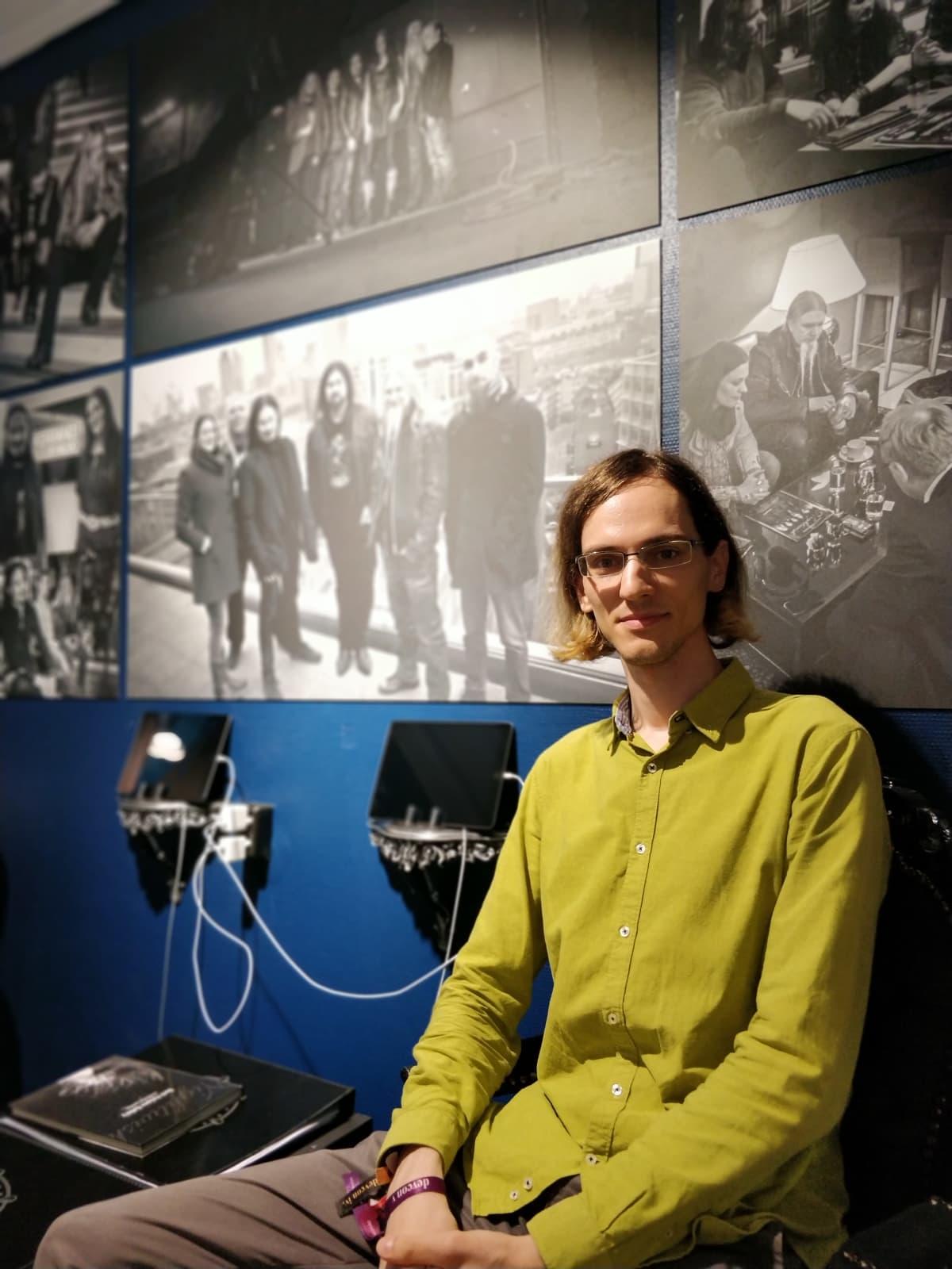 Kuvassa on unkarilainen David Leitert Nightwish-näyttelyssä.