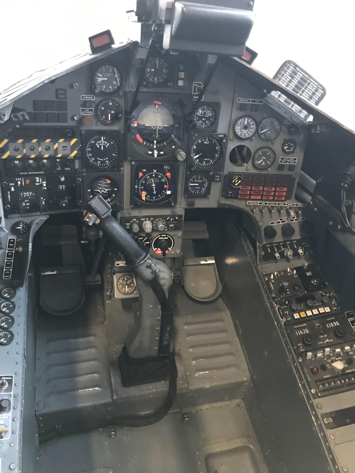 Kuva Hawk-hävittäjän ohjaamosta.