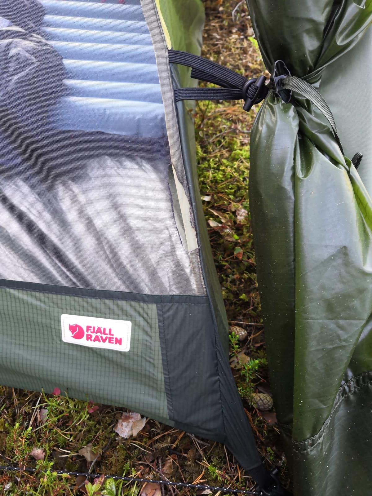 Mäyrän repimä teltta